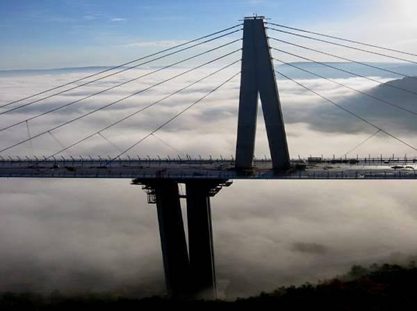 Picture30 Jembatan di Atas Awan
